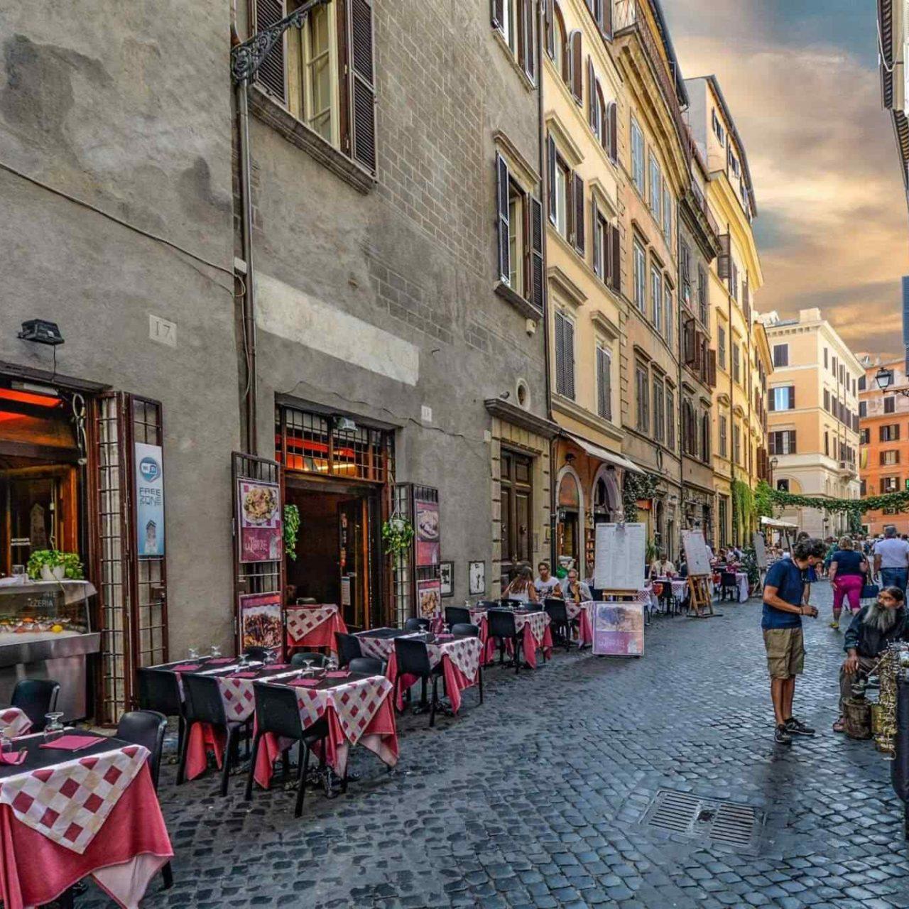 https://theglam.es/wp-content/uploads/2017/10/restaurant-italian-6-1280x1280.jpg