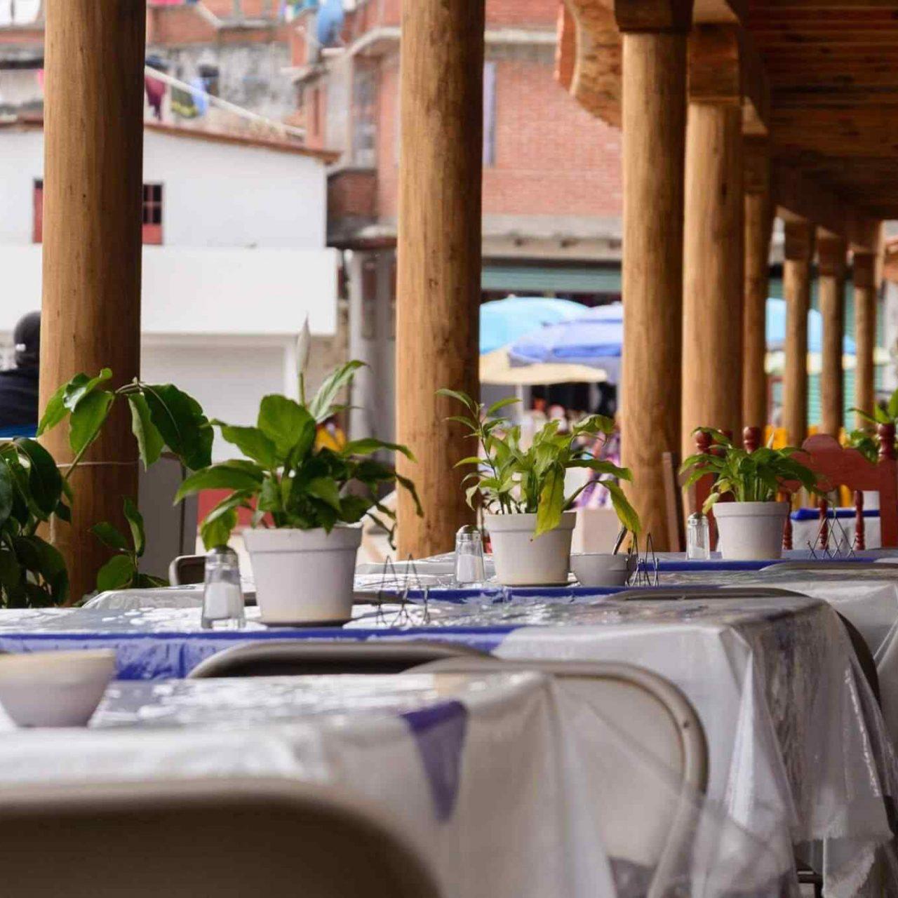 https://theglam.es/wp-content/uploads/2017/10/restaurant-mexican-17-1280x1280.jpg